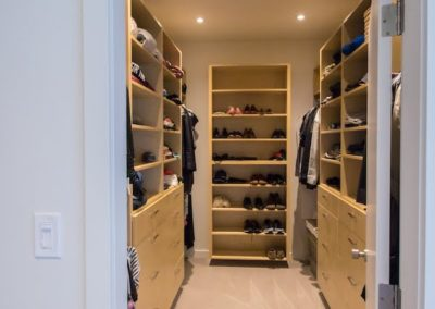 bare-point-custom-home-walk-in-closet